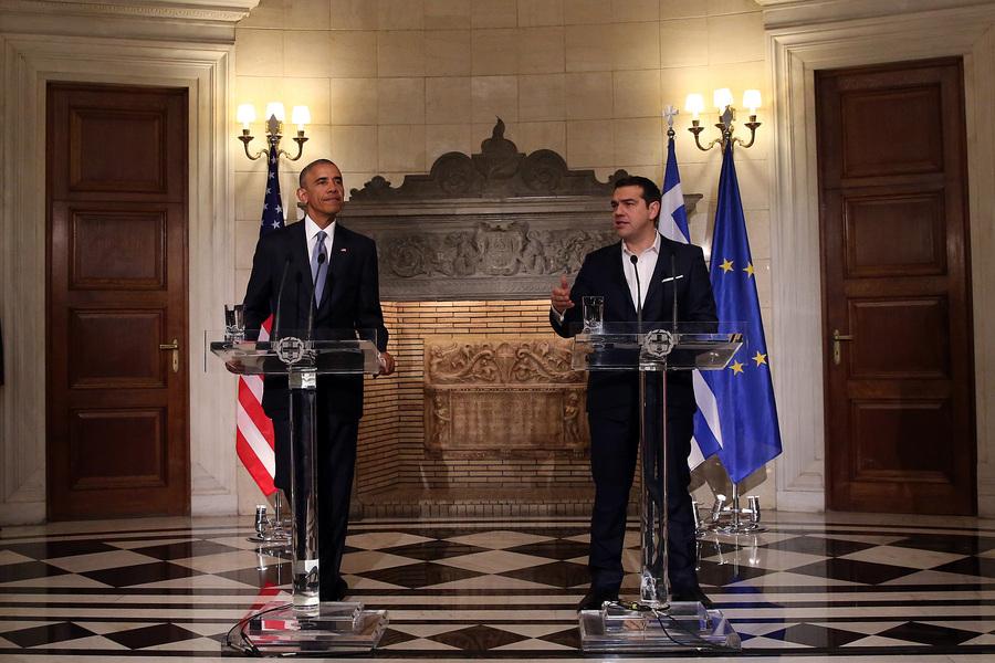 Ο Πρωθυπουργός Αλέξης Τσίπρας (Δ) με τον Πρόεδρο των Ηνωμένων Πολιτειών της Αμερικής, Μπάρακ Ομπάμα (Α), κάνουν δηλώσεις μετά τη συνάντησή τους, στο Μέγαρο Μαξίμου, Αθήνα Τρίτη 15 Νοεμβρίου 2016. Έφτασε στην Ελλάδα ο Μπαράκ Ομπάμα, πρώτος σταθμός στο τελευταίο του ταξίδι στην Ευρώπη ως Πρόεδρος των ΗΠΑ, ενώ θα ακολουθήσει η επίσκεψή του στη Γερμανία. Ο Μπαράκ Ομπάμα, είναι ο τέταρτος πρόεδρος των ΗΠΑ που επισκέπτεται την Αθήνα, δεκαεπτά χρόνια μετά την επίσκεψη του Μπιλ Κλίντον .  ΑΠΕ-ΜΠΕ/ΑΠΕ-ΜΠΕ/ΟΡΕΣΤΗΣ ΠΑΝΑΓΙΩΤΟΥ